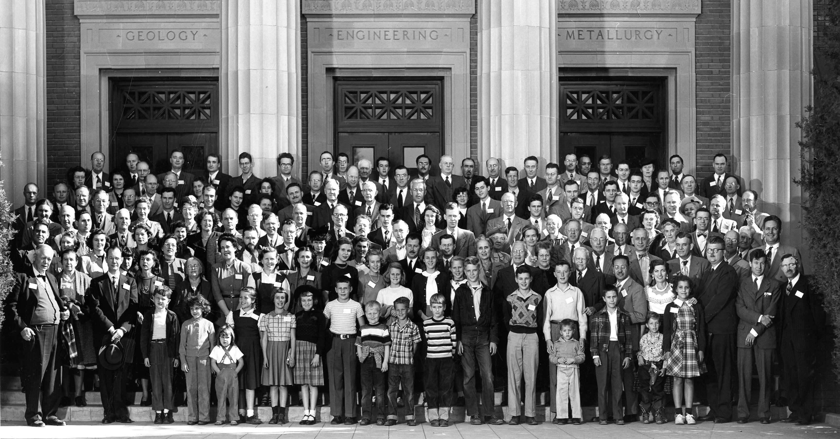 american astronomical society meeting Title: american astronomical society: view: meeting, 1914 12:1529 (2008-003) series: vi: yerkes observatory: description: some attendees of the 17th meeting of the astronomical and astrophysical society of america visiting yerkes observatory.